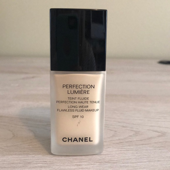 chanel perfection lumiere foundation kicks
